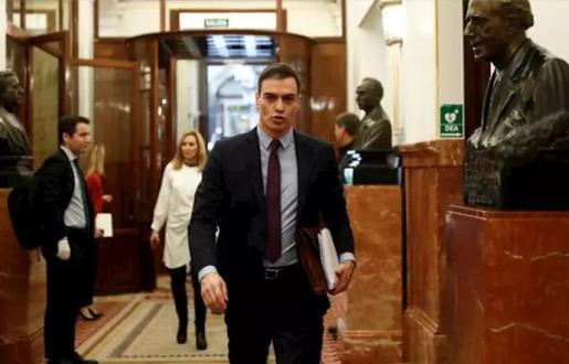 El presidente del Gobierno, Pedro Sánchez, a su llegada este miércoles al Congreso de los Diputados para explicar la declaración del estado de alarma. - Pool