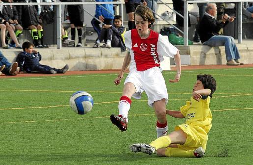 Una imagen de un partido entre el Ajax y el Villarreal de la extinta Ibiza Cup en el año 2008.