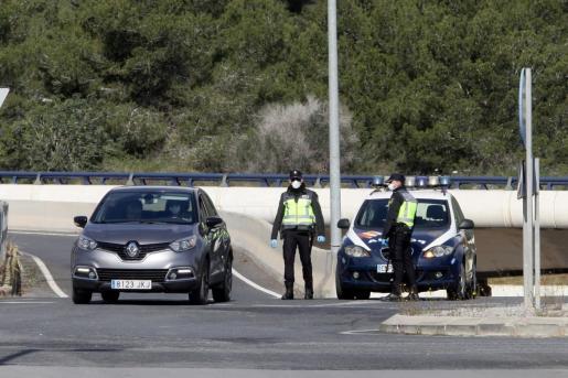 Un control de la Policía Nacional hoy en Ibiza.