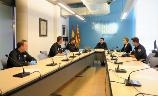 Momento de la toma de posesión en el salón de plenos del Ayuntamiento de Sant Antoni.