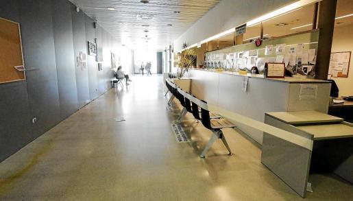 Imagen de ayer de la zona de recepción del centro de salud de Vila.