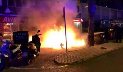 El incendio tuvo lugar en la avenida Santa Eulària de Ibiza.