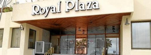Imagen del hotel Royal Plaza, sin una fecha fija para abrir sus puertas al comienzo de la temporada.