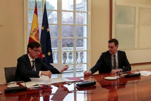 Pedro Sánchez y Salvador Illa, durante una de las reuniones que mantuvo ayer con el comité de expertos sobre la pandemia de coronavirus.