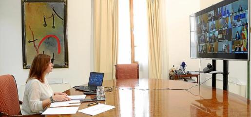 La presidenta del Govern, durante la videoconferencia mantenida con Pedro Sánchez y el resto de presidentes autonómicos.