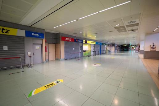 El aeropuerto de Ibiza completamente vacío.