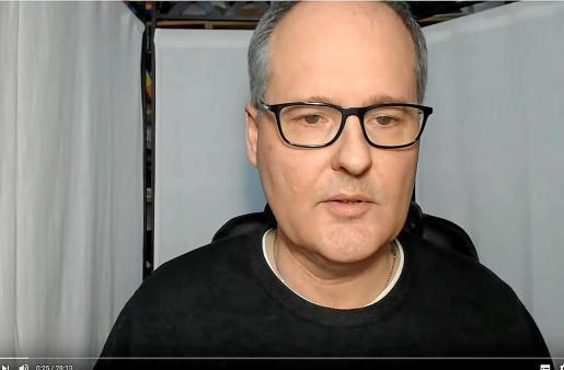 El médico de familia Alberto Sanagustín en uno de los vídeos recientes que tiene en Youtube.