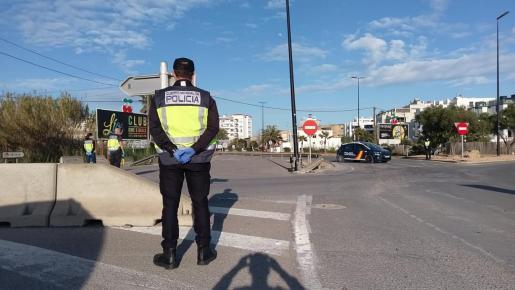Control de la Policía Nacional desplegado ayer en el acceso a Ibiza por Avenida de Sant Joan