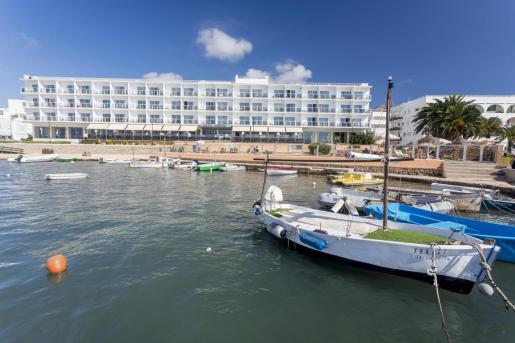 El Hotel Simbad, situado en la playa de Talamanca.