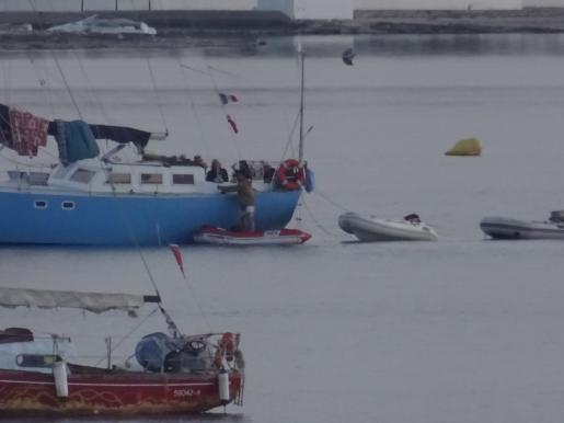 La Guardia Civil aborta una fiesta en un velero en Sant Antoni
