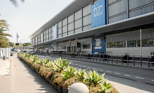 Imagen del aeropuerto de Ibiza ayer, Viernes Santo, sin nada de movimiento de turistas y residentes.