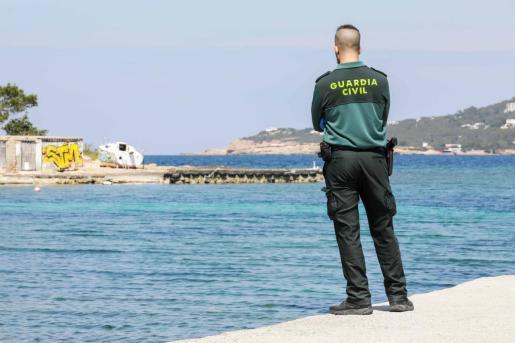 La Guardia Civil investiga la muerte de un joven que fue hallado flotando en Cala de Bou