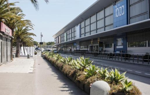 El aeropuerto de Ibiza totalmente vacío en Semana Santa.