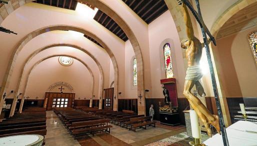 Imagen de la iglesia de la Santa Cruz, totalmente vacía, uno de los últimos días de marzo.