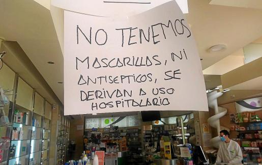 Las farmacias tienen dificultades para responder a la demanda de mascarillas y guantes.