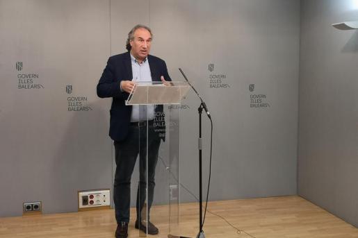 El conseller d'Educació, Martí March, durante la rueda de prensa en la que explicó el desarrollo de las medidas.