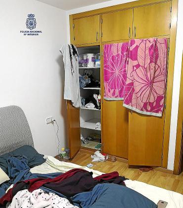 Los tres detenidos mantenían a las mujeres encerradas y controladas en un piso del centro de Ibiza donde llevaban a los clientes.