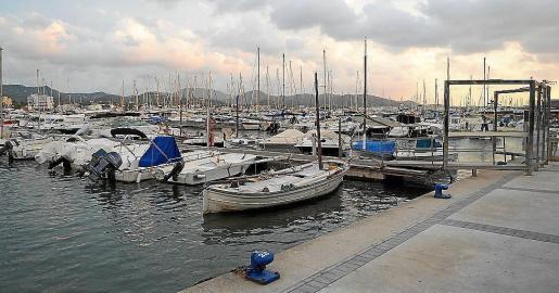 Detenido un hombre que se cayó al mar cuando intentaba colarse en las instalaciones del puerto de Sant Antoni
