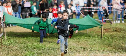 Varios niños participan en la primera edición del Verro Kids.