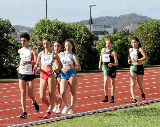 Varios corredores, durante una prueba de marcha celebrada en en Can Misses.