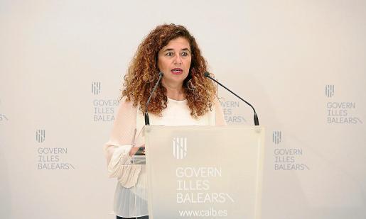 Pilar Costa, portavoz del Govern balear, ayer, en rueda de prensa del Consell de Govern.