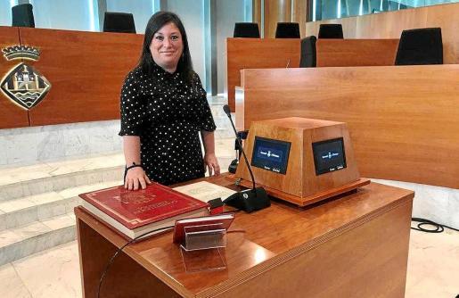 La socialista Silvia Limones tomó ayer posesión de su cargo en sustitución de Vicent Tur.