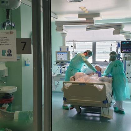 Siguen a la baja los fallecidos por coronavirus en España con 276 personas en las últimas 24 horas