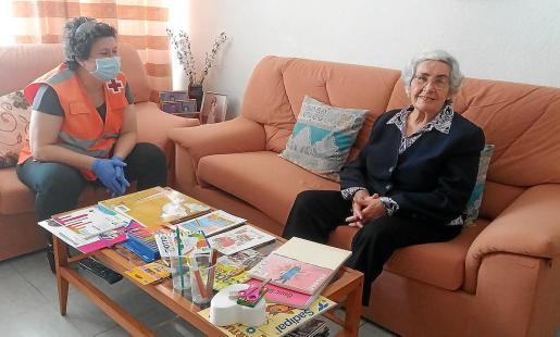 María Prats es una de las usuarias que se beneficia de las diversas ayudas que presta la Cruz Roja.