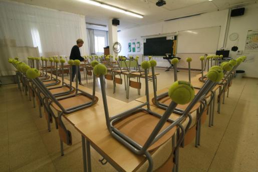 Imagen de un colegio vacío en Menorca.