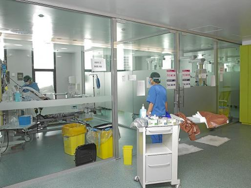 Algunas de las habitaciones de UCI del hospital de Son Espases.