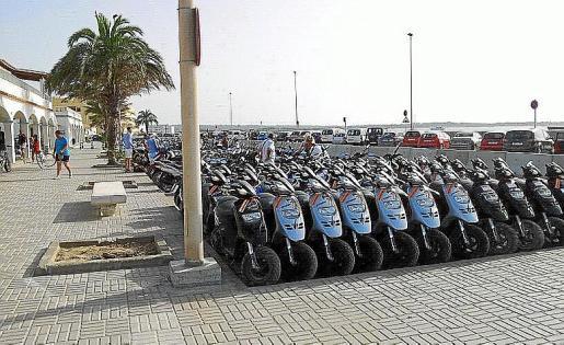 La flota de motos pendiente de alquiler es aún muy elevada.