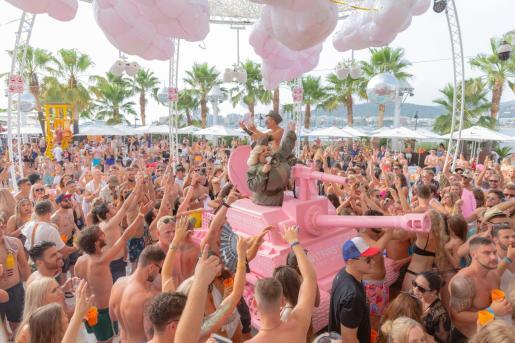 Una fiesta en O Beach Ibiza.