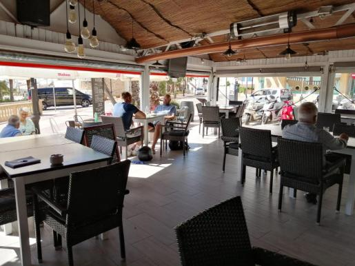 Bar Es Puntal, en Santa Eulària, durante el primer día de la fase 1 en Ibiza.