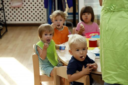 Varios niños, en una guardería.
