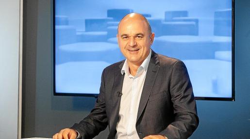 El presidente del Consell Insular d'Eivissa, Vicent Marí, en una foto de archivo durante una entrevista en el plató del Bona Nit Pitiüses.