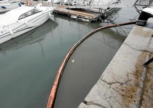 Imagen del último vertido que se produjo este pasado jueves en la fachada marítima.