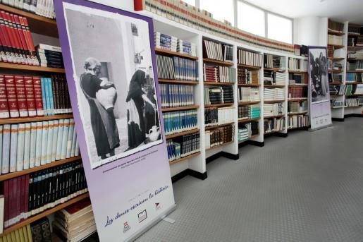 Interior de la biblioteca municipal de Ibiza.
