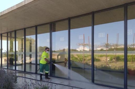 Una imagen de la limpieza que se lleva a cabo en Formentera.