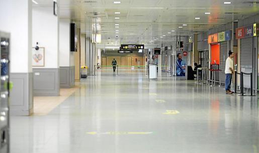 El aeropuerto de Ibiza, prácticamente vacío durante el estado de alarma.