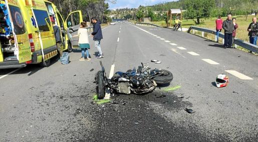 Una imagen de archivo de un accidente de tráfico en la zona norte en el que intervino el 061 .