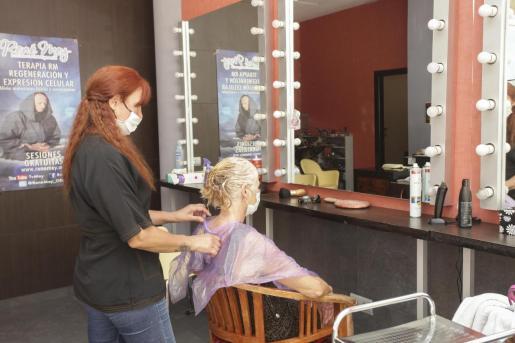El uso de mascarilla es obligatorio en las peluquerías, según los protocolos dictados.