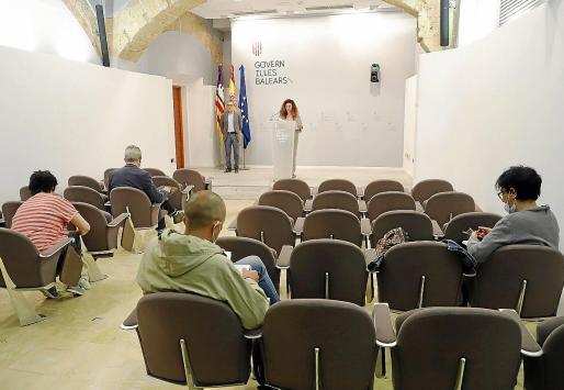 El Govern recuperó ayer las ruedas de prensa presenciales después de suspenderlas desde que se decretó el estado de alarma. Hasta la fecha, las comparecencias de la portavoz, Pilar Costa, solo se podían seguir por las redes.