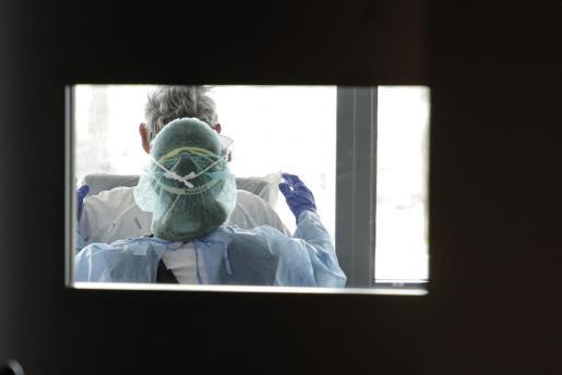 Imagen tomada el pasado mes de abril en el Hospital Son Espases, en una planta con enfermos de coronavirus.