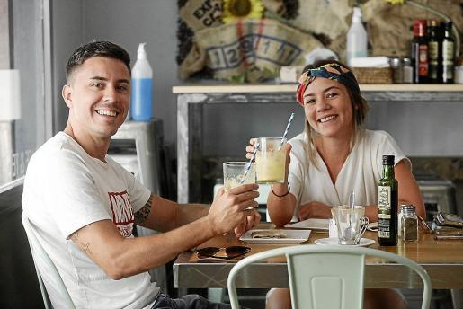 Muchos clientes tenían ganas de volver a su cafetería para disfrutar con su desayuno o un refresco después de mucho tiempo cerrado.