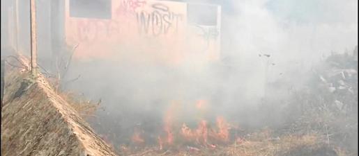 El incendio registrado en Sant Jordi, junto al IES Algarb, afectó una superficie de 1.300 metros cuadrados de terreno agrícola.