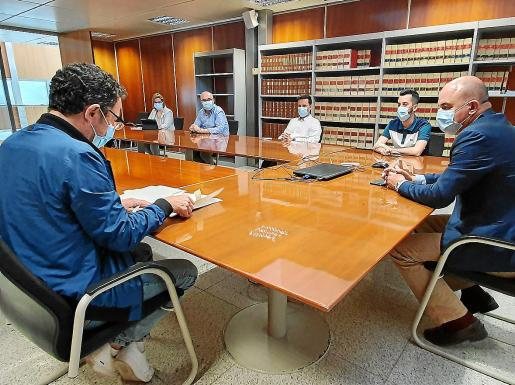 El Consell Execeutiu, con Vicent Marí a la derecha, durante la reunión mantenida ayer.