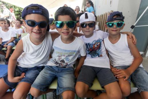 Imagen de archivo de un grupo de niños en la escuela de verano del colegio s'Olivera.