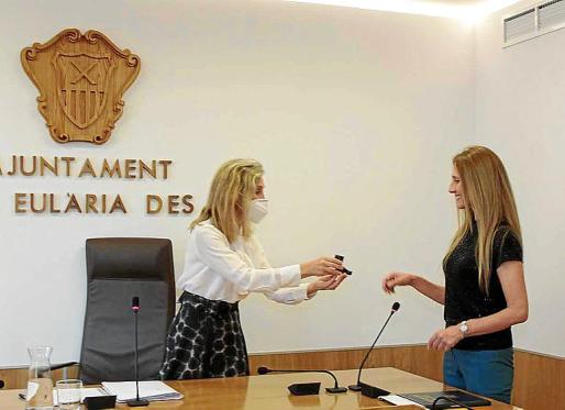 La concejala del PSOE Rita Planells juró ayer su cargo.