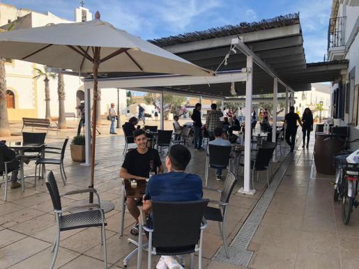 La terraza de un bar de Formentera.