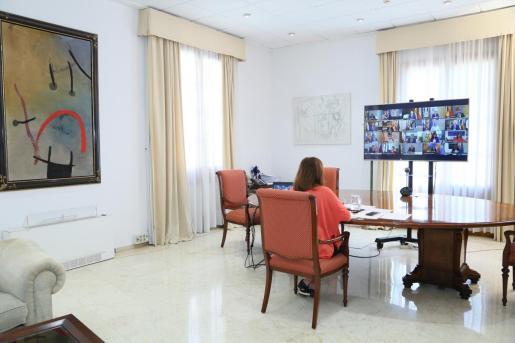 Francina Armengol en la videoconferencia con Pedro Sánchez y el resto de presidentes autonómicos.